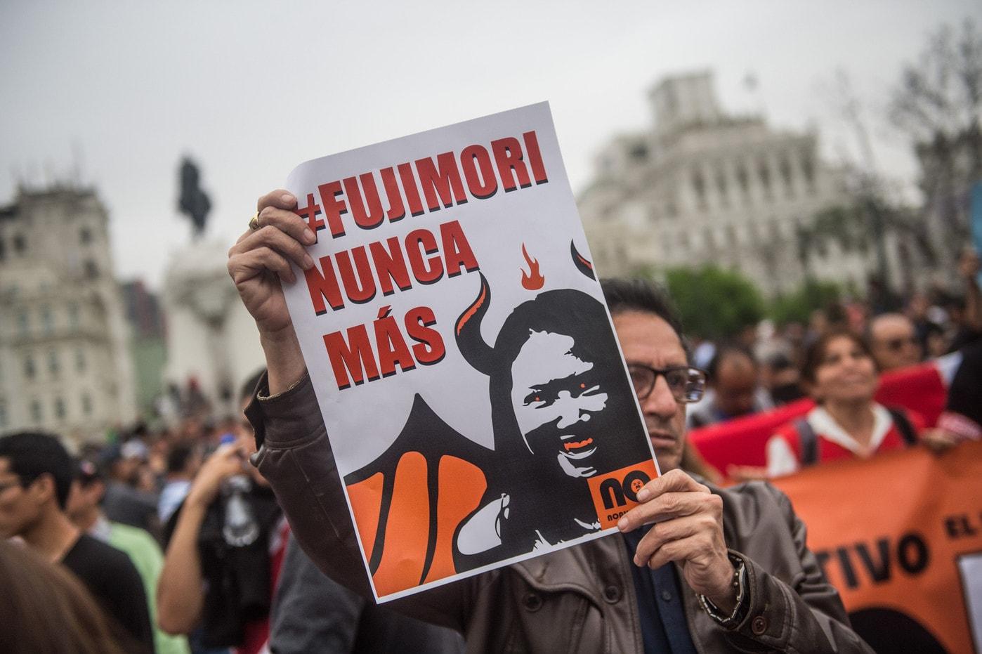 Après avoir été gracié, l'ex-président Fujimori demande